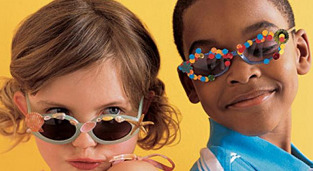 568f015d5 Uso de óculos escuros em crianças - Revista Mamãe Bebê